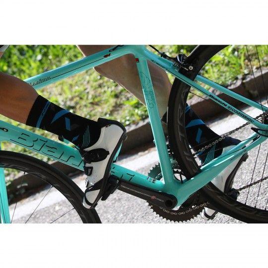 Actionbild 1 TUONO 2.0 Radsocken schwarz/blau