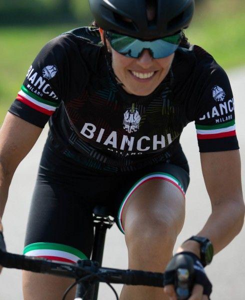 Actionbild1 ANCIPA Fahrrad Kurzarmtrikot Damen schwarz