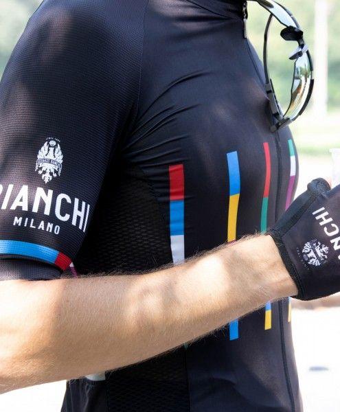 Actionbild1 Bianchi Milano FANACO Fahrrad Kurzarmtrikot schwarz