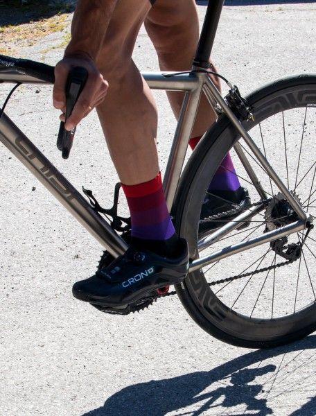 Actionbild2 Nalini MOINES Fahrradsocken schwarz/rot