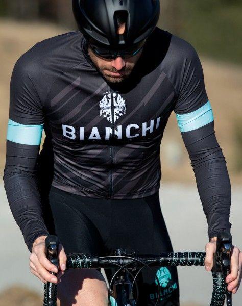 Actionbild2 Bianchi Milano Bianzone Radtrikot langarm schwarz