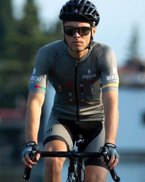 Actionbild2 Bianchi Milano FANACO Fahrrad Kurzarmtrikot olivgrün