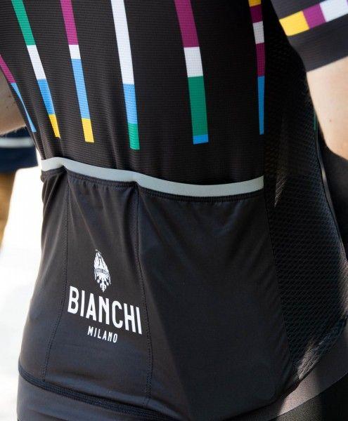 Actionbild2 Bianchi Milano FANACO Fahrrad Kurzarmtrikot schwarz