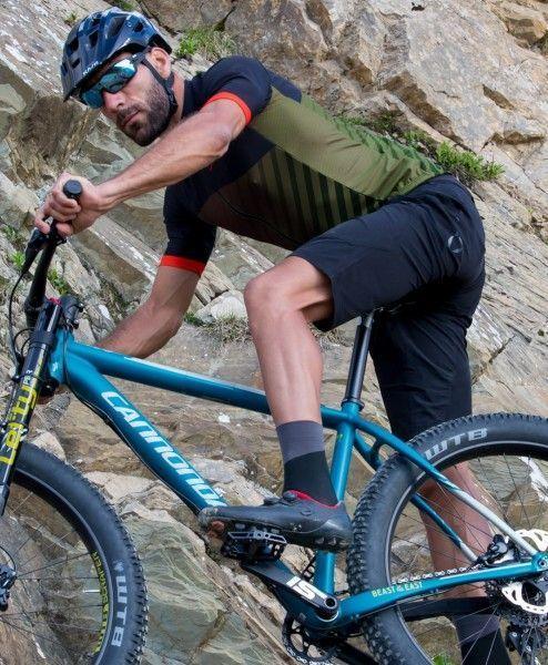 Actionbild2 Nalini CROSS Fahrrad Kurzarmtrikot armeegrün/schwarz