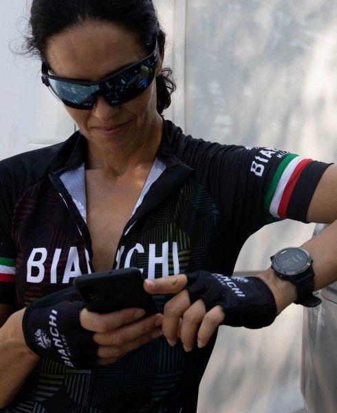 Actionbild3 ANCIPA Fahrrad Kurzarmtrikot Damen schwarz