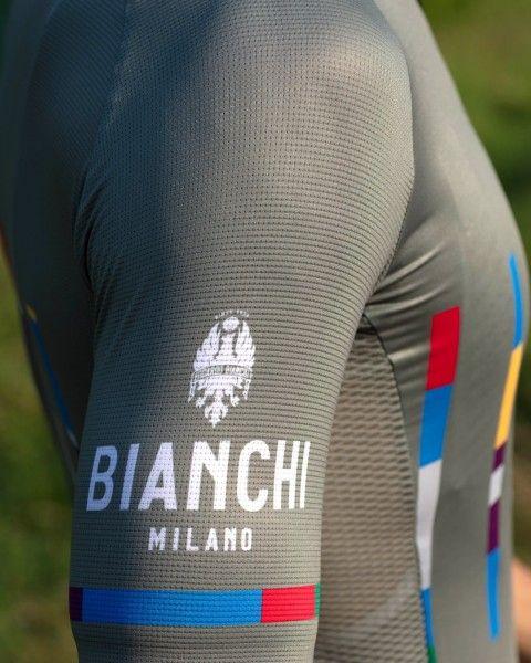Actionbild4 Bianchi Milano FANACO Fahrrad Kurzarmtrikot olivgrün